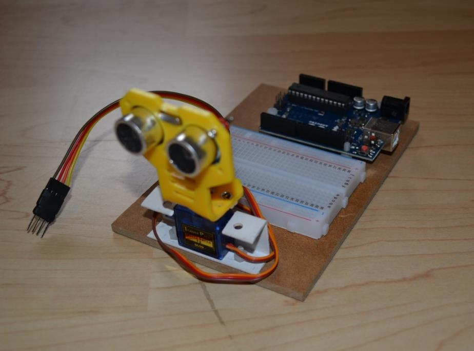 De Arduino met de ultrasone sensor.